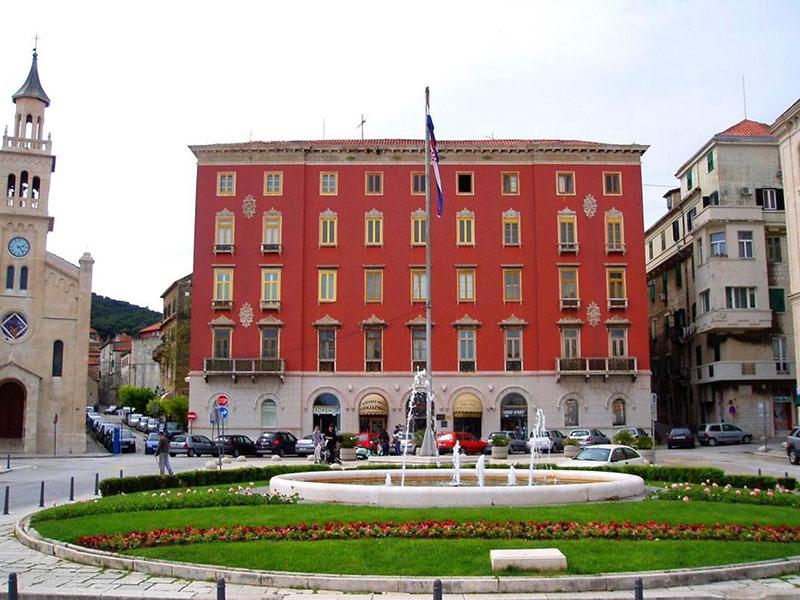 Palače Bajamonti – Dešković